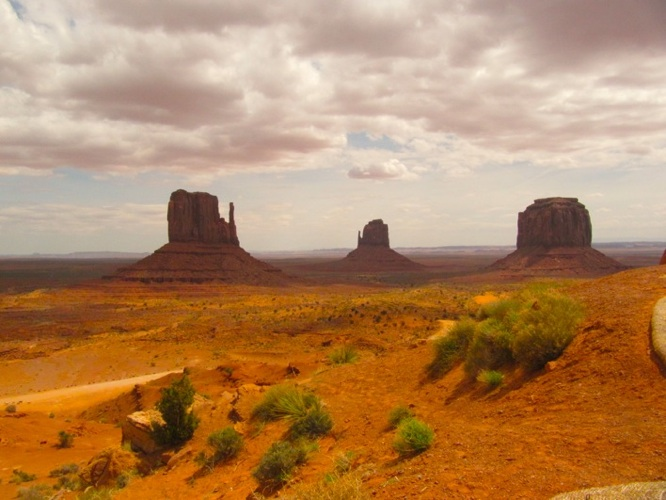 http://www.wunderbar.fr/horserie/files/gimgs/3_monument-valley.jpg